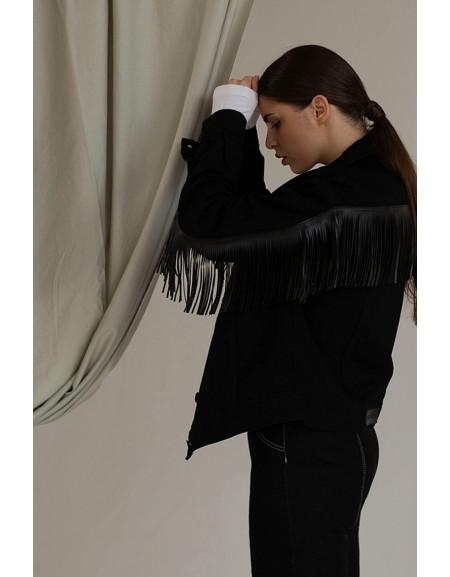 Куртка oversize в черном дениме с кожаной бахромой