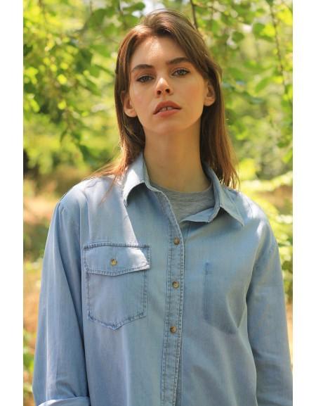 Летняя рубашка из голубого денима
