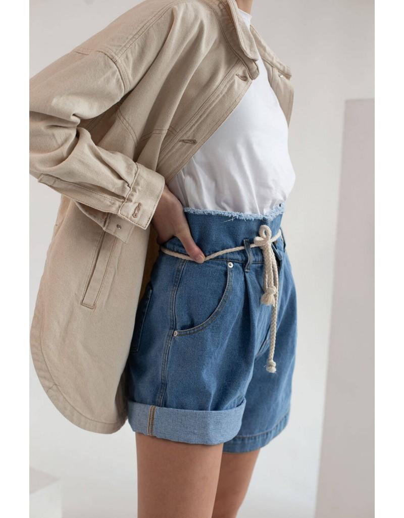 Джинсовые шорты с декоративной веревкой