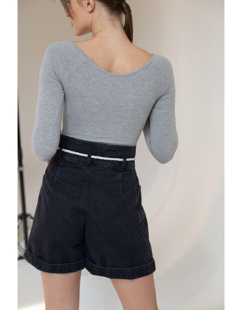 Женские джинсовые шорты с декоративной веревкой