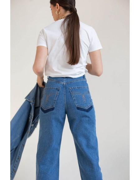 Джинсы прямого силуэта с расшитыми карманами