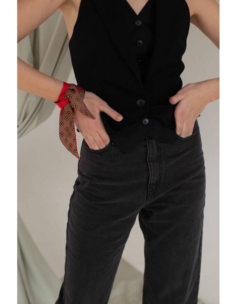 Джинсы прямого силуэта с расшитыми карманами (черные)