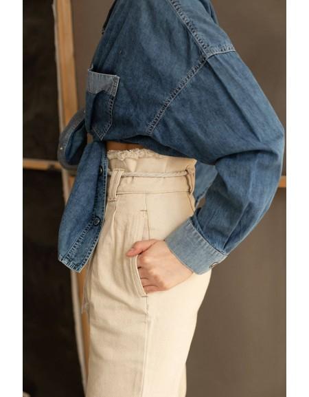 Свободные джинсы из молочного денима